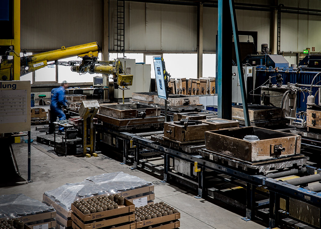 Blick in den Arbeitsbereich der Formherstellung in der Gießerei L+S Präzisionsguß GmbH